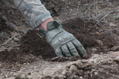 metal detecting gloves