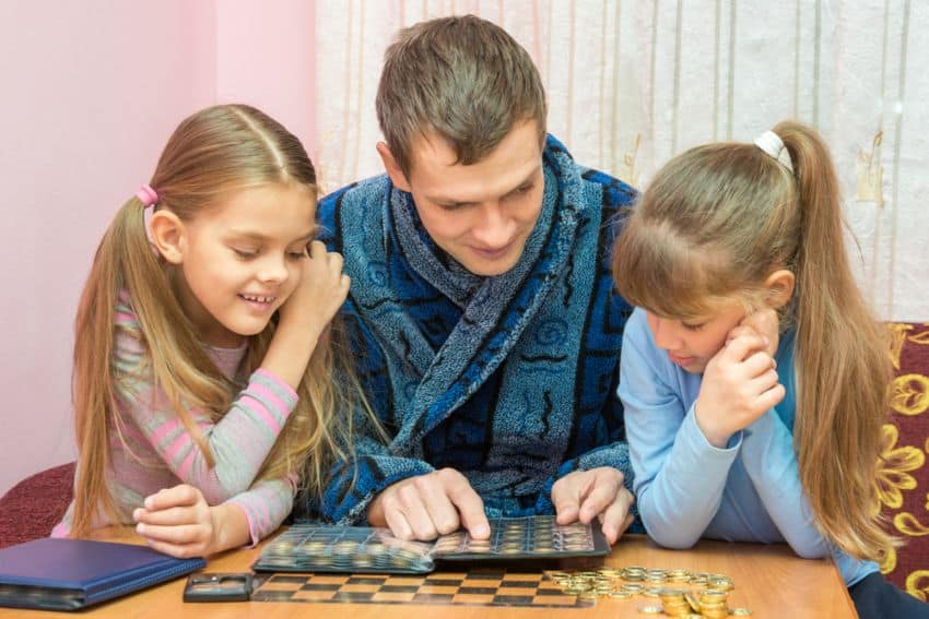 parent helps kids to collect coins